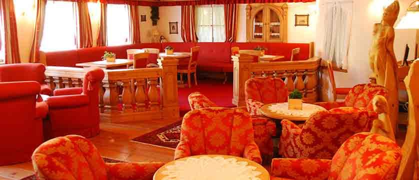 italy_dolomites_kronplatz_hotel_almhof_call_lounge.jpg